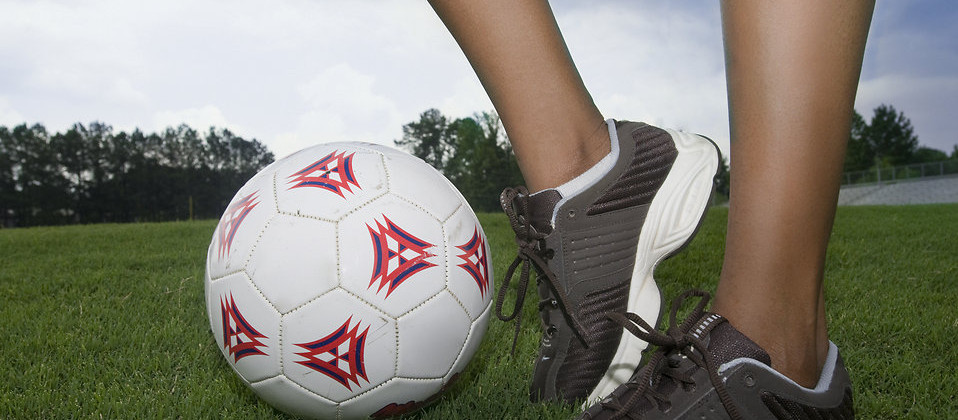 17516-female-legs-and-a-soccer-ball-pv