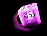 799px-Digital_cube_light_clock