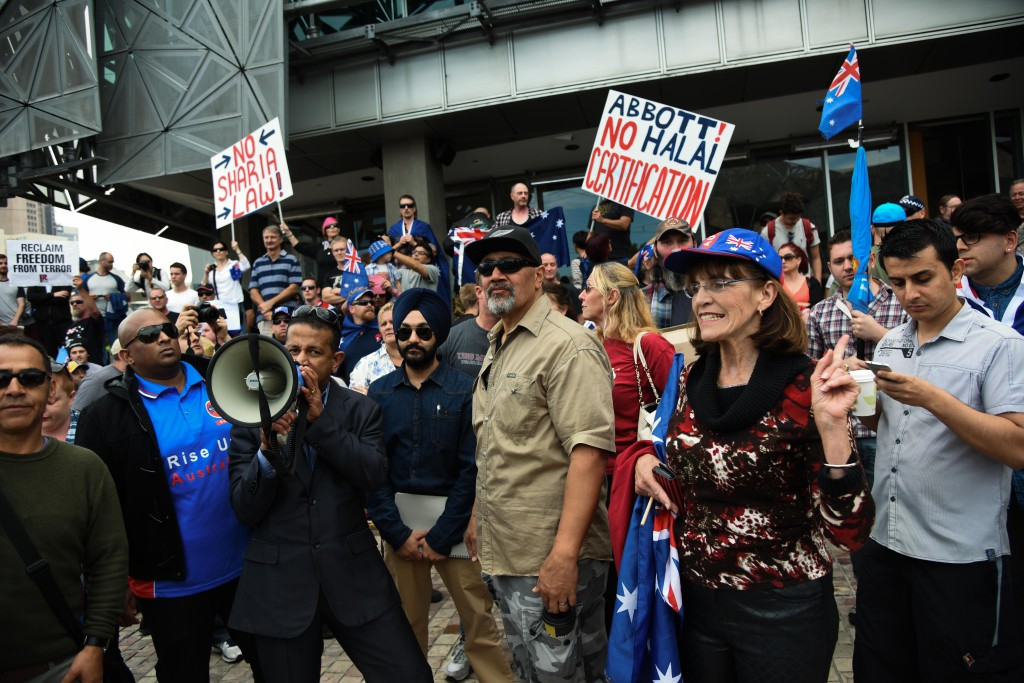 Anti-racist groups clash with Reclaim Australia in Melbourne's ...